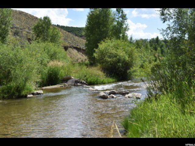 Terrain pour l Vente à 1870 E CHALK CREEK Road 1870 E CHALK CREEK Road Coalville, Utah 84017 États-Unis