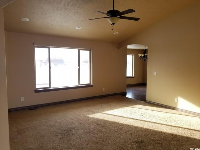 Additional photo for property listing at 123 N 300 W 123 N 300 W Minersville, Utah 84752 États-Unis