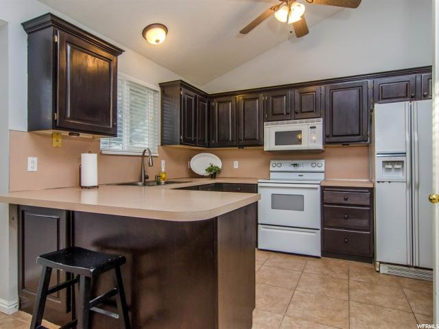 Additional photo for property listing at 6750 S BUCKTHORN Circle 6750 S BUCKTHORN Circle West Jordan, Utah 84081 États-Unis