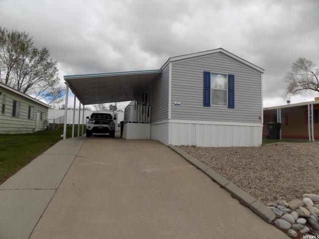 Частный односемейный дом для того Продажа на 2600 N HILLFIELD 2600 N HILLFIELD Unit: !7 Layton, Юта 84041 Соединенные Штаты