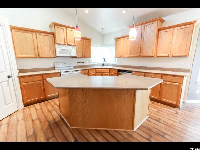 6526 S MOUNT WHITNEY LN Taylorsville, UT 84118 - MLS #: 1536138