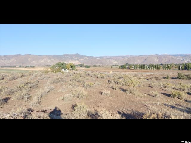 300 RD E Landslide Rd