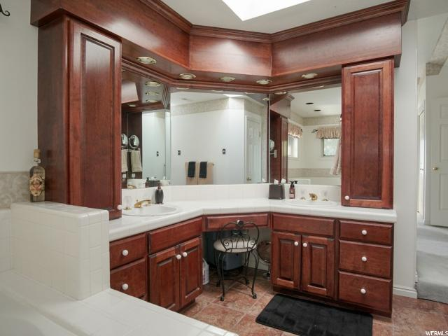 1142 LITTLE VALLEY RD, Farmington, Utah 84025, 4 Bedrooms Bedrooms, ,5 BathroomsBathrooms,Residential,For sale,LITTLE VALLEY,1635576
