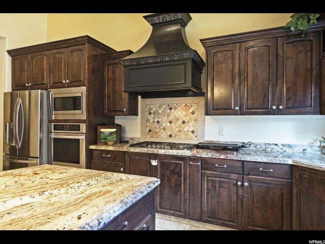 7311 S Milne Garden E CIR, Cottonwood Heights, Utah 84047, 5 Bedrooms Bedrooms, ,6 BathroomsBathrooms,Single family,For sale,S Milne Garden E CIR,1651782