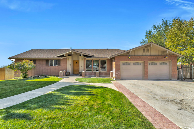 4073 N Foothill Dr