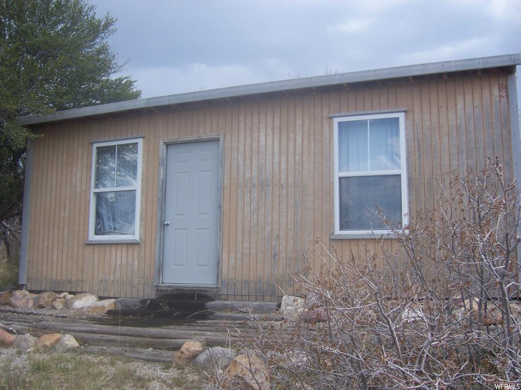 Great Lot in a 900 acre recreational area. 10 acres with 14' X 24' single room bunk house. 2 built in single bunks, fisher wood/coal stove, small invertor with solar panel, unfinished kitchen area. Lots of potential! Super get away at an affordable price.