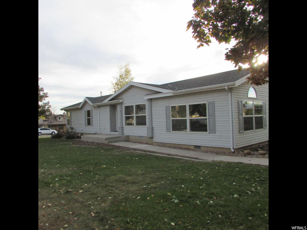 Square footage figures are provided as a courtesy estimate only and were obtained from _County Records .  Buyer is advised to obtain an independent measurement.