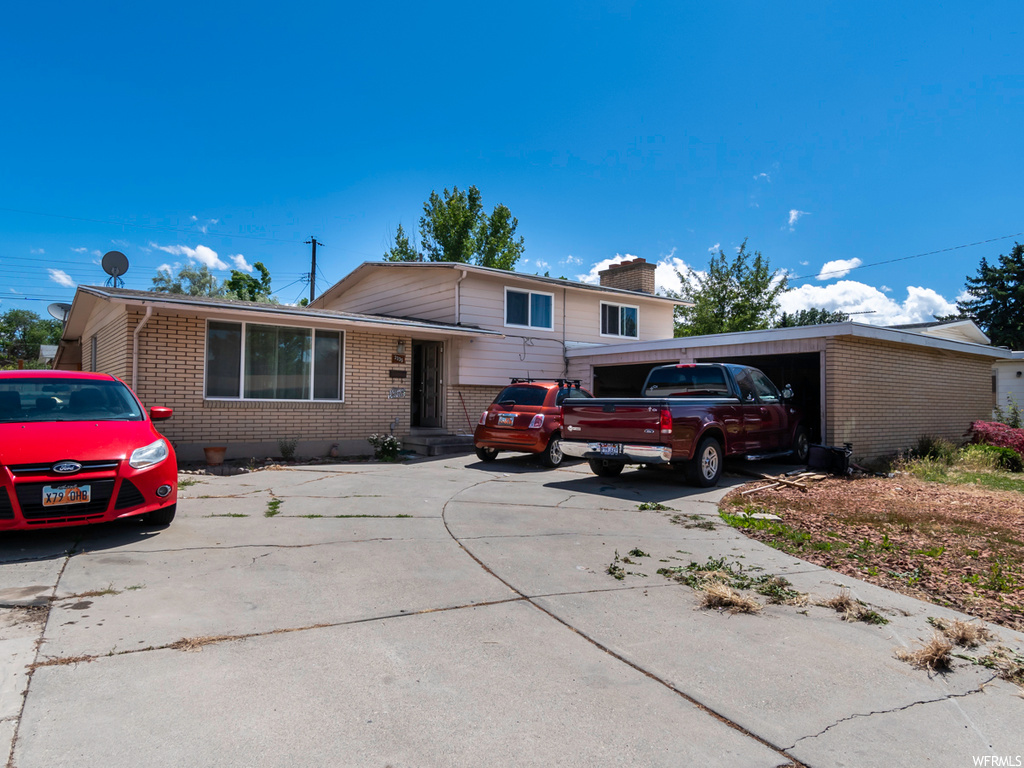 A 5 bedrooms and 2 bathrooms. Spacious kitchen and living room area. Large yard. Property available for showings Saturday 6/20/2020 from:10 to 12 pm.
