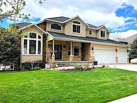 Home for sale at 4664 S Bountiful Ridge Dr, Bountiful, UT 84010. Listed at 649900 with 5 bedrooms, 4 bathrooms and 4,299 total square feet