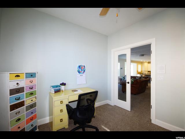 Main floor bedroom / Den