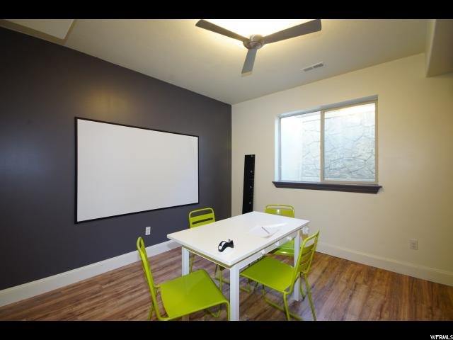 Play room / Fitness room : Rubber floor is still under laminate floor