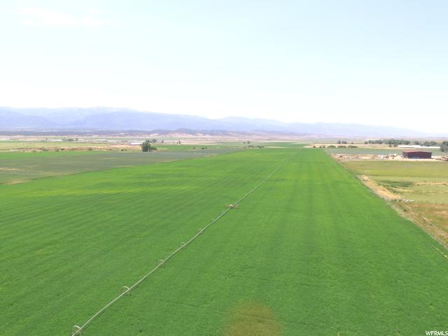 This is a nice parcel of crop land. It has gravity fed pressurized irrigation utilizing a wheelline. The access is good from a hard gravel county road. Irrigation is set up for easy operation. 125 shares of Horseshoe Irrigation Company stock.