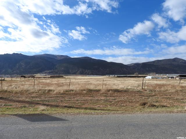 Great location on the west side of the valley has great potentials with beautiful views of the valley & mountain ranges.  Buyer to verify all information.