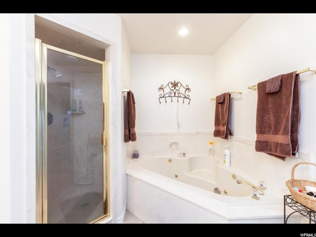 2nd Floor Master Tub and Shower