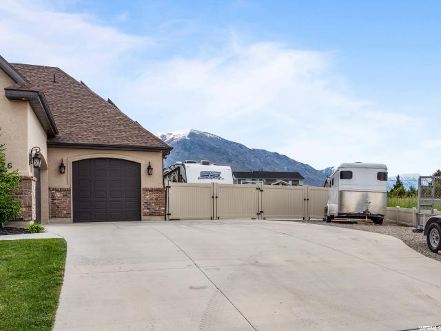 Large Driveway- RV Parking