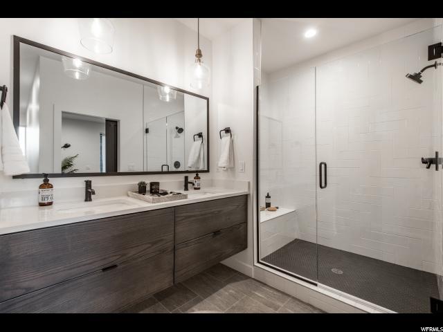 Master Bath : Hige Walk in Shower
