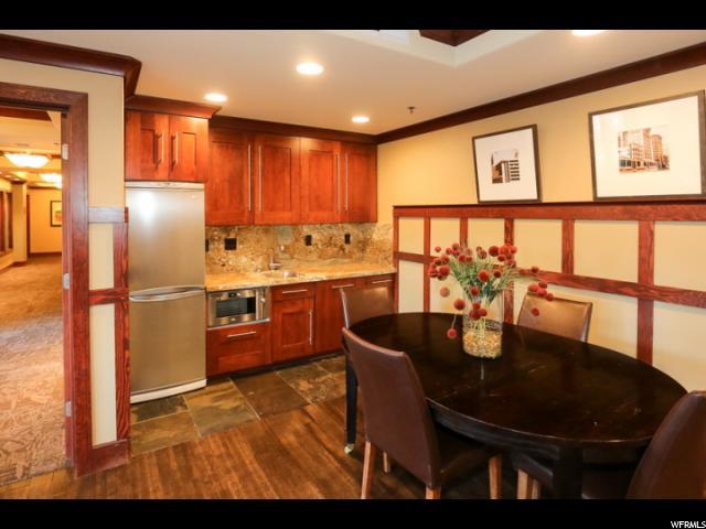 Common Area Kitchen & Dining