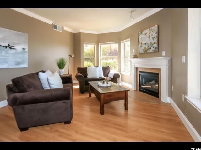 Portion, Living Room