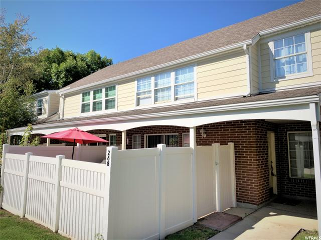 Centerville Townhouse: Row-mid built 1978
