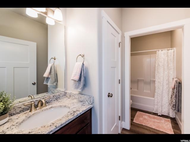 Lovely full guest bathroom