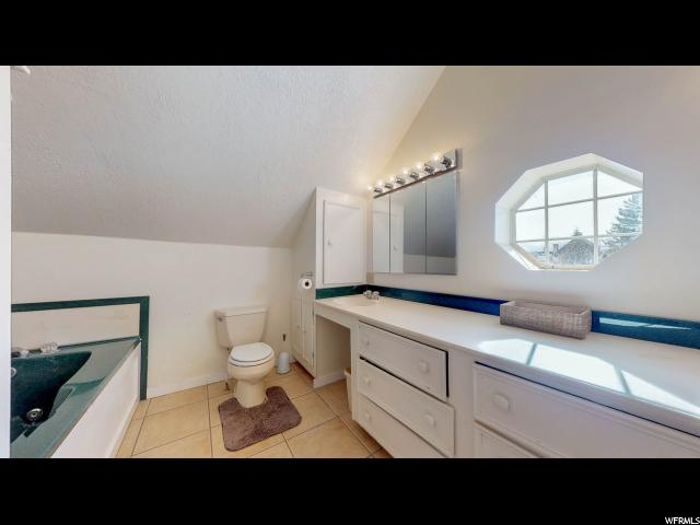 Large jetted tub in Master Bath