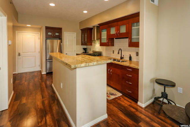 Kitchen, pantry & entry