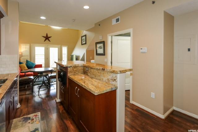 Kitchen & Living/Dining