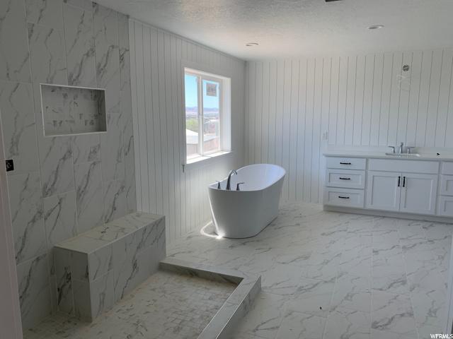: Master Bathroom