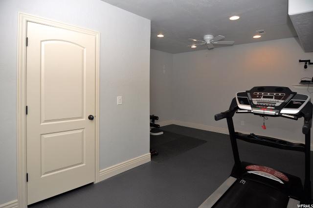 1298 S KENTUCKY DERBY, Kaysville, Utah 84037, 4 Bedrooms Bedrooms, 20 Rooms Rooms,3 BathroomsBathrooms,Residential,For sale,KENTUCKY DERBY,1676372