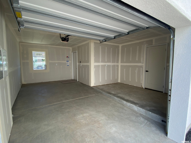 Oversized 1 Car Garage