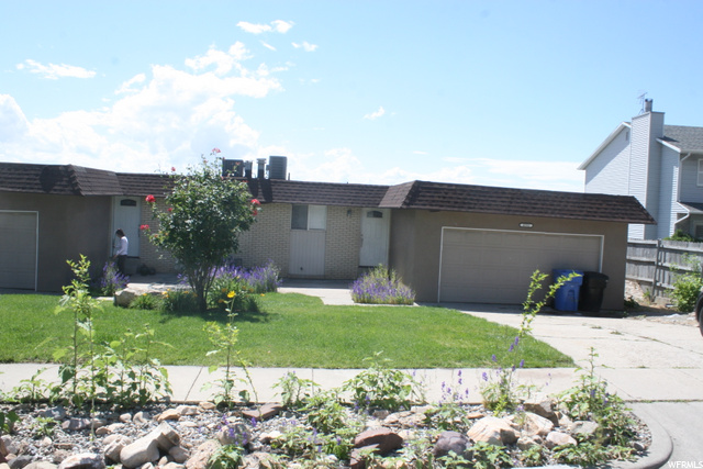 4592 STRATTON DR, Holladay, Utah 84117, 3 Bedrooms Bedrooms, 12 Rooms Rooms,1 BathroomBathrooms,Residential Lease,For Sale,STRATTON,1684696