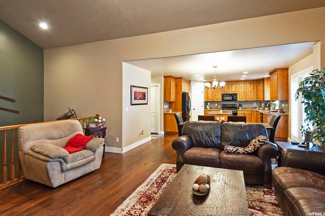 1647 Tuscany Cove Dr., Farmington, Utah 84025, 5 Bedrooms Bedrooms, 16 Rooms Rooms,3 BathroomsBathrooms,Residential,For sale,Tuscany Cove Dr.,1707621