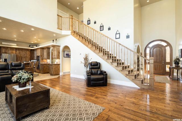 Brand new hardwood flooring throughout the main floor