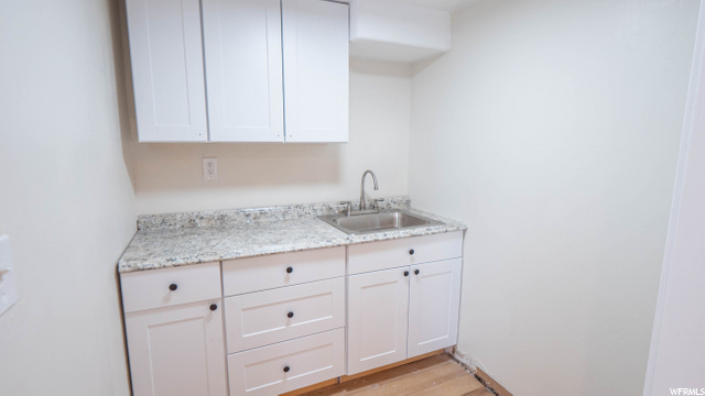 Small kitchenette potential