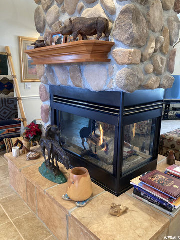 DISPLAY LIGHTING AND HEATPLUS TOTAL 5 HEAT SOURCES ON THIS RANCH MUST SEE.
