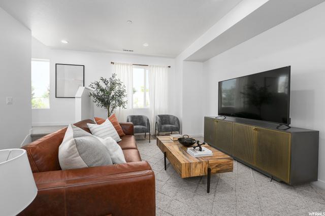 Living room, level 2