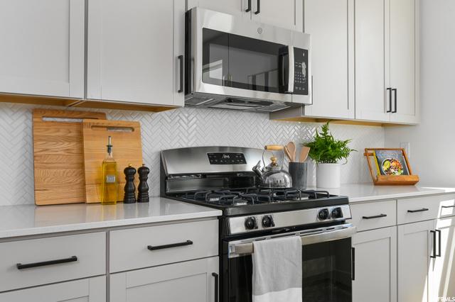 Kitchen, level 2
