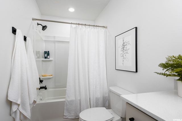 Bedroom 2 bathroom, level 3