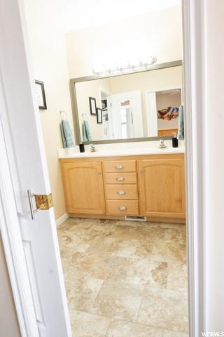 Jack-n-Jill Bathroom w/ double sinks and separate toilet/shower room..(tile floors)