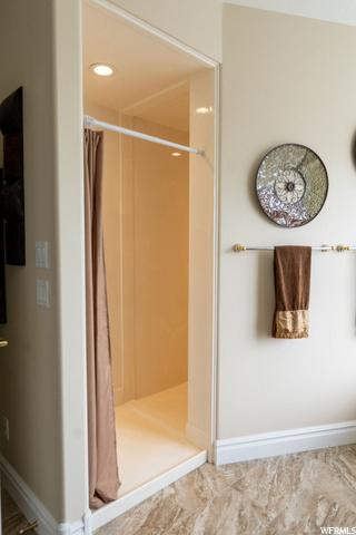 Master Bathroom - Walk-in Shower for multiple people